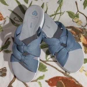 Cloudsteppers by Clarks size 9w Jersey slides
